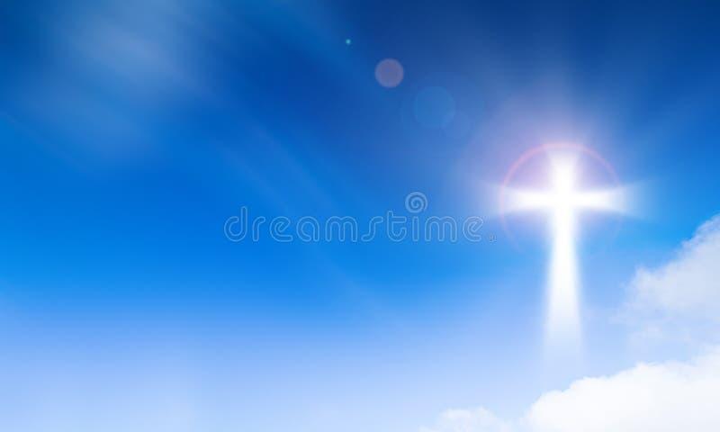 Heiliges Licht des Kruzifixkreuzes auf Hintergrund des blauen Himmels Hoffnungs- und Freiheitskonzept lizenzfreies stockbild