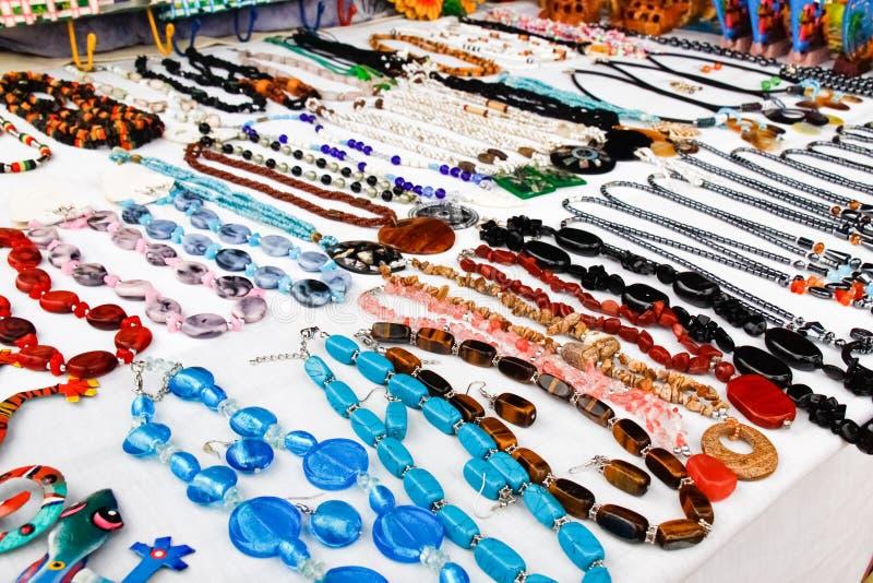Heiliges Martin - bunte Halsketten-Schmucksachen Marigot lizenzfreies stockfoto
