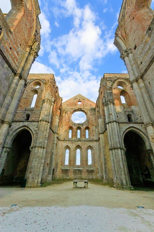 Heiliges oder San Galgano stellten Abtei-Kirchenruinen fest. Toskana, Italien stockfotografie