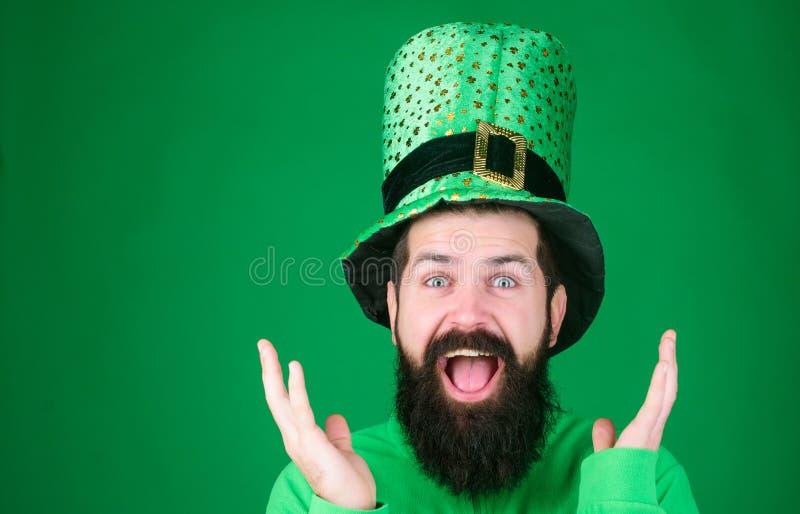 Heiliges Patricks-Tagesfeiertag Glücklicher Patricks-Tag globale Feier St.-patricks Tagesfeiertag bekannt für Paradeshamrocks stockfotos
