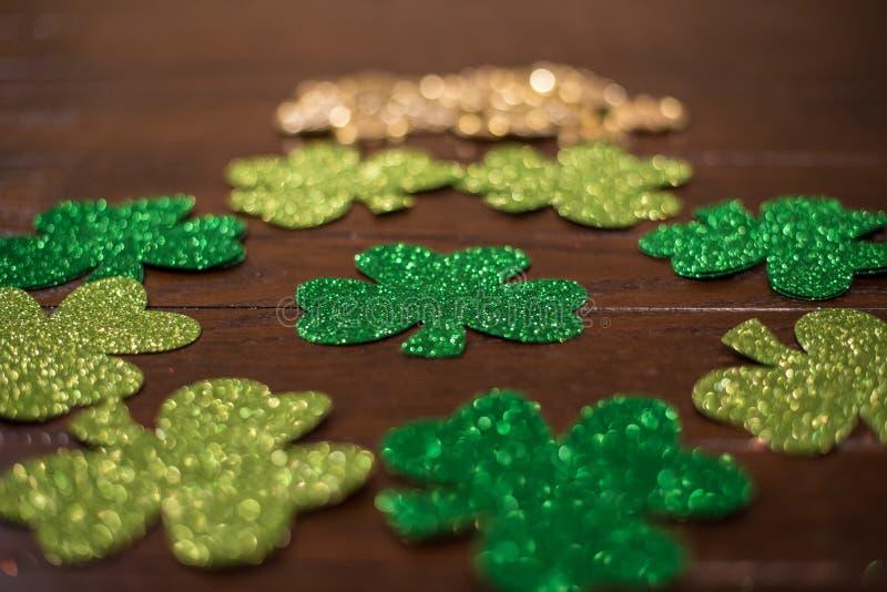 Heiliges Patricks-Tagesfeiertags-Anordnung stockfotos