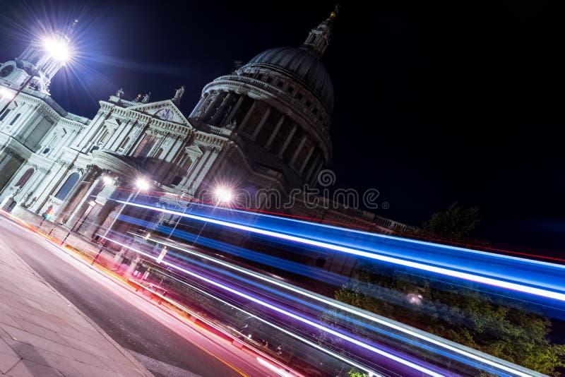 Heiliges Paul Cathedral nachts von London, Vereinigtes Königreich lizenzfreies stockfoto