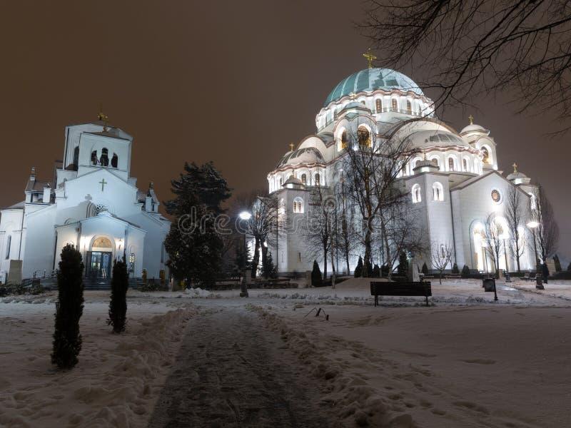 Heiliges sava Tempel auf einer kalten Winternacht lizenzfreie stockbilder