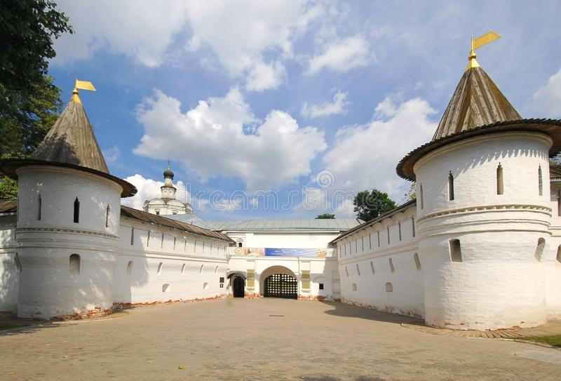 Heiliges Tor von Andronikov-Kloster lizenzfreie stockfotos
