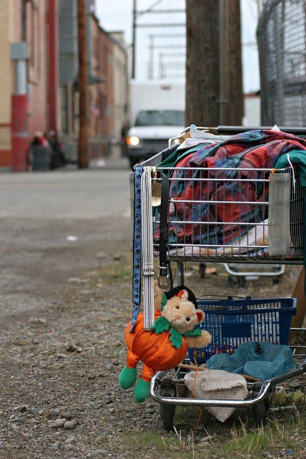 Heimatloser Einkaufswagen stockbild