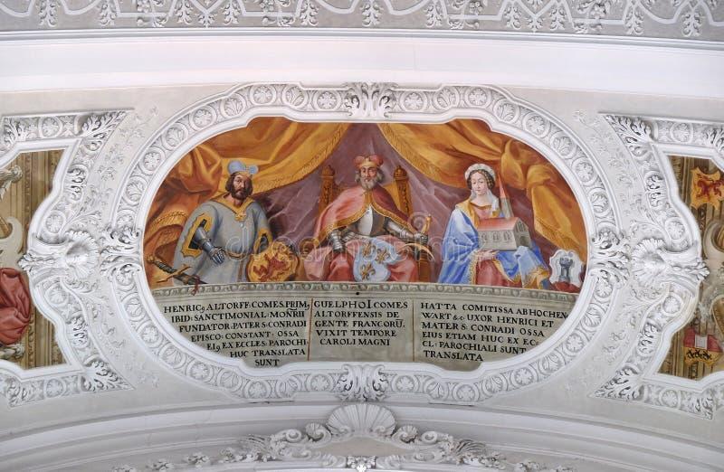 Heinrich, conteggio dell'affresco di Altdorf, di Welf I, di Ata von Hohenwart nella basilica di St Martin e di Oswald in Weingart fotografia stock