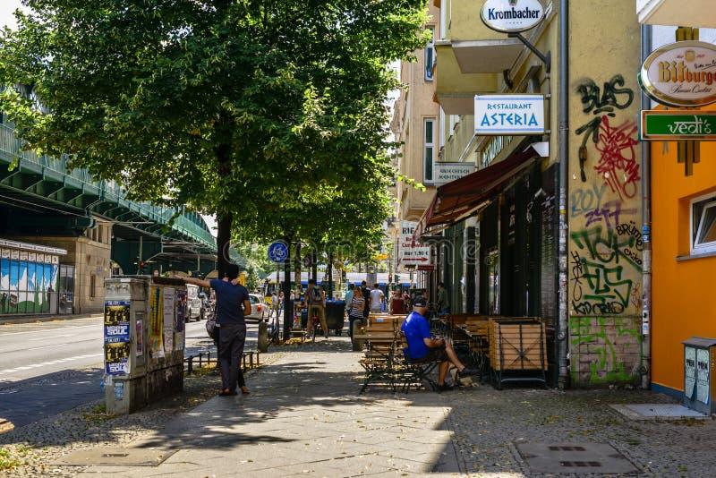 Heinrich-Heine-Straße in Berlin während eines Sommertages stockbild