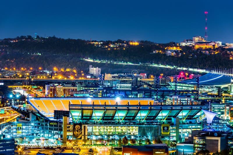 Heinz Field-'s nachts stadion stock afbeelding