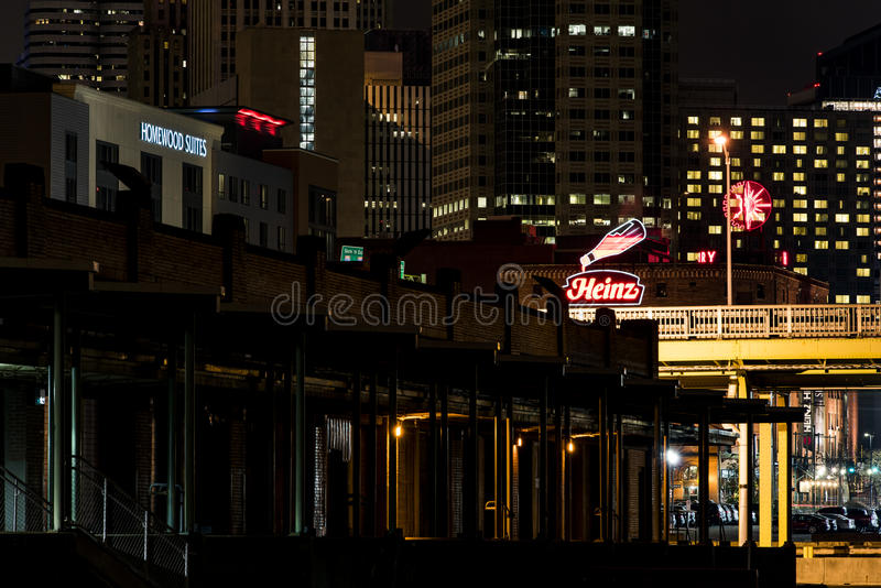 Heinz Neon Logo - Pittsburgh céntrica, Pennsylvania fotos de archivo