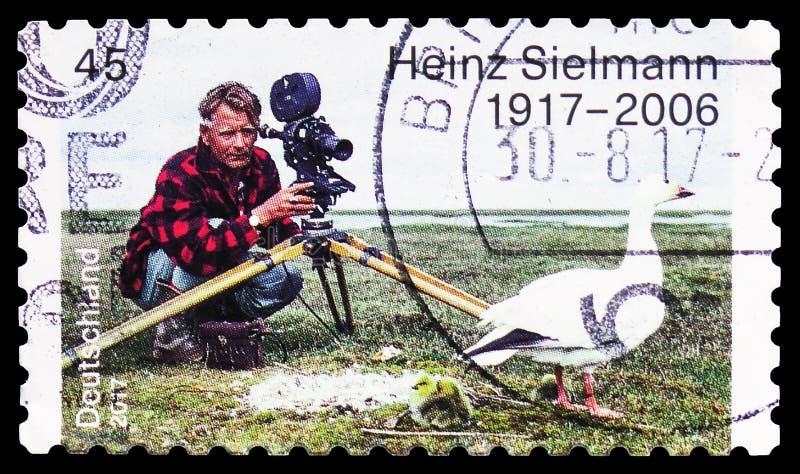 Heinz Sielmann 1917-2006, centen?rio do nascimento do serie de Heinz Sielmann, cerca de 2017 foto de stock royalty free