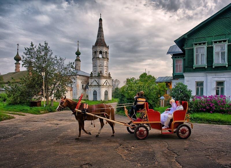 Heirat in Suzdal lizenzfreie stockfotos
