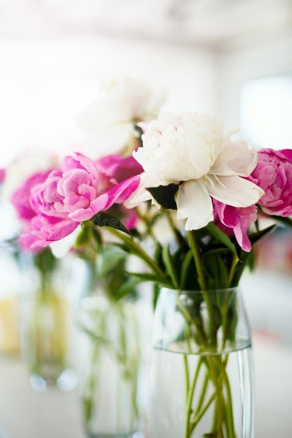 Heiratende rosa Ranunculusblumen stockbild