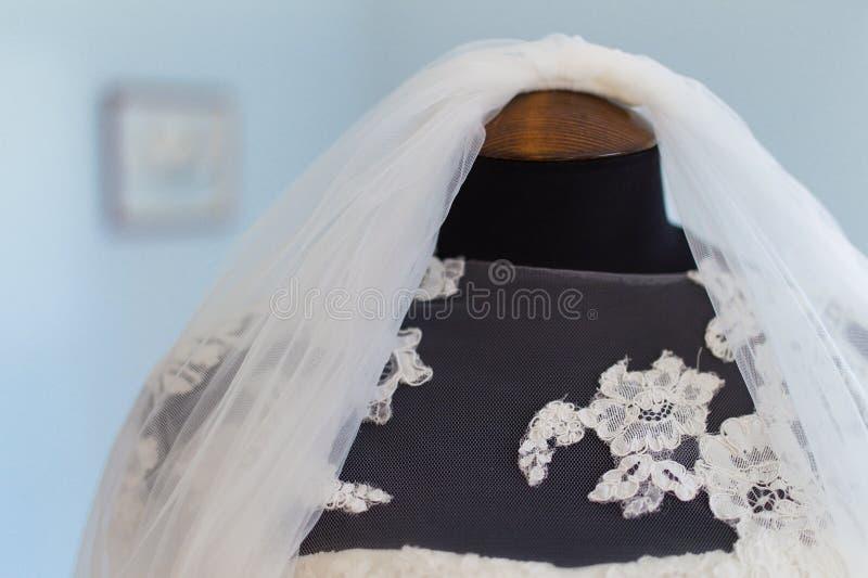 Heiratender Brautschleier lizenzfreie stockfotos
