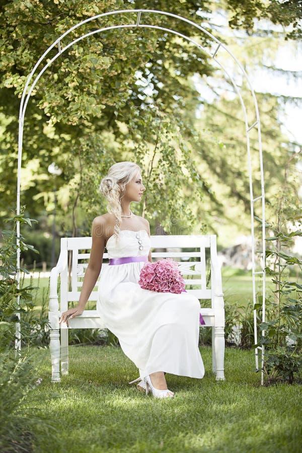 Heirats, glücklicher junger Mann und Frauenfeiern lizenzfreies stockfoto