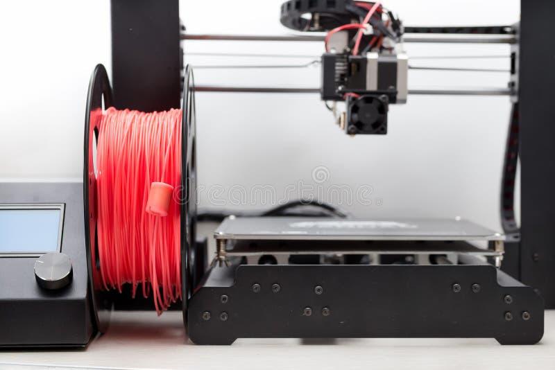 heizfaden Drucker 3d mit einem Plastik lizenzfreie stockbilder