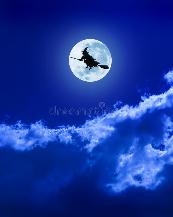 Heks die op Bezemsteel vliegt stock afbeelding