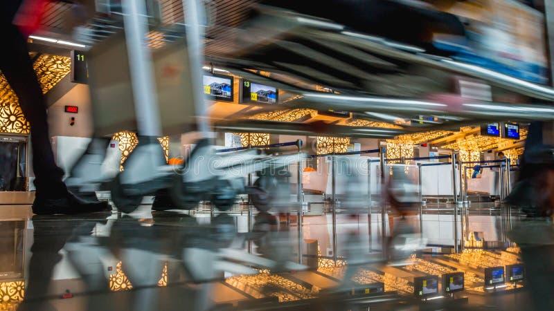 Hektischer Tag im Flughafen lizenzfreies stockfoto