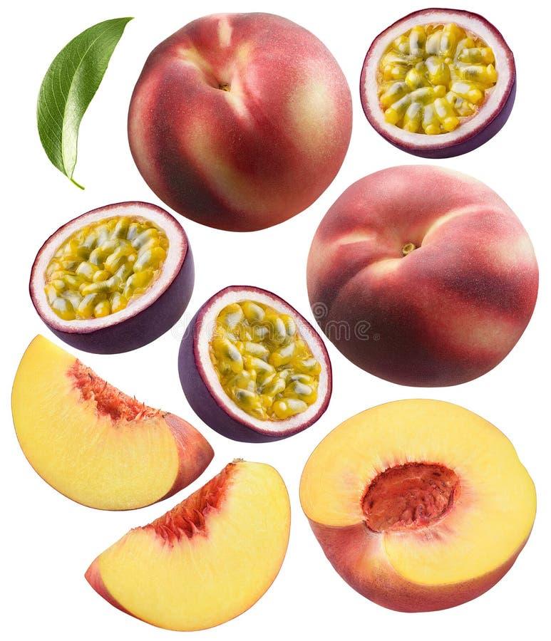 Hel persika- och för passionfrukt styckuppsättning som isoleras på vit royaltyfri foto