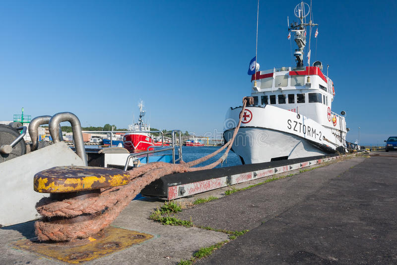 Hel Polen Juli 2, 2009: räddningsaktionskepp i port arkivbilder