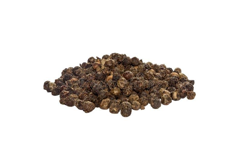 Hela ärtor för svartpepparhavre, vädrat som kryddar, sidosikt som isoleras på vit bakgrund arkivbild