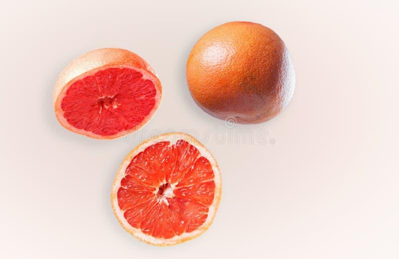 Hela och oklippta frukter för grapefruktsammansättning - arkivbilder