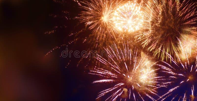 Helder fonkelend vuurwerk stock foto