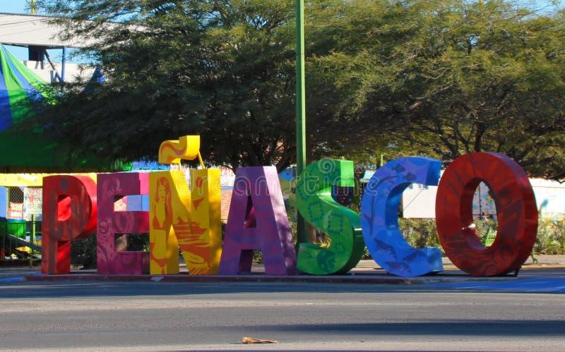 Helder gekleurd teken bij de ingang aan, Puerto Penasco, Mexico stock foto's