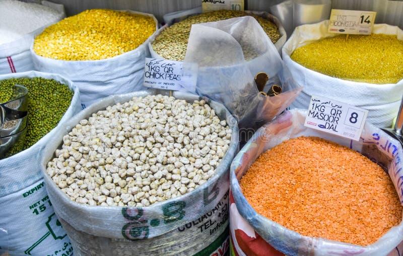 Helder Gekleurde Peulvruchten in Souq Waqif stock afbeelding