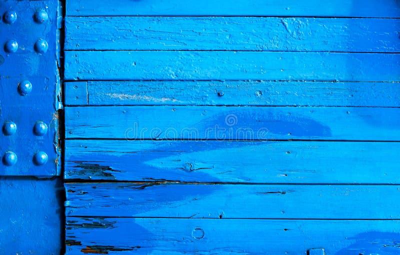 Helder geschilderde blauwe houten textuur als achtergrond royalty-vrije stock foto's