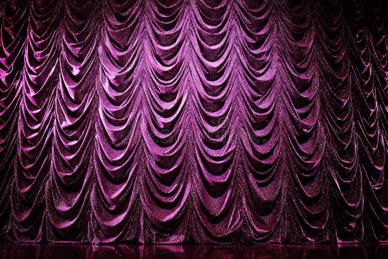 Helder gordijnen in theater royalty-vrije stock afbeeldingen
