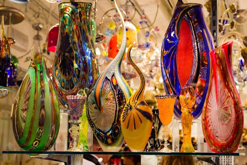 Helder, kleurrijk Murano-glaswerk in Venetiaans winkelvenster royalty-vrije stock foto's