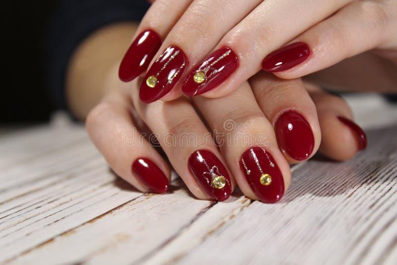 Helder, kleurrijk ontwerp van manicure stock afbeelding