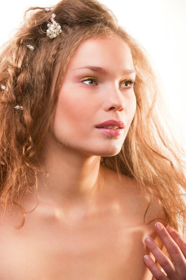 Helder manierportret van mooie jonge vrouw stock fotografie
