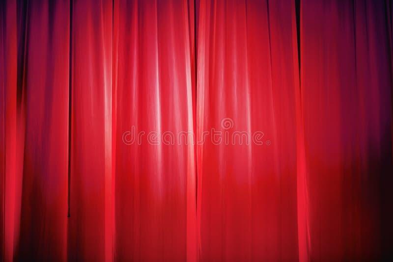 Helder rood gordijn stock afbeelding
