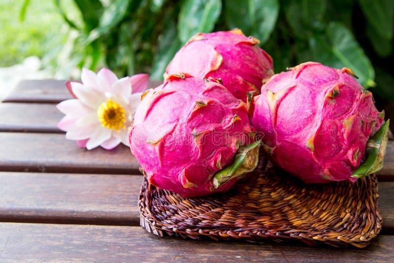 Helder sappig tropisch rood draakfruit Draakfruit of Pitaya i stock afbeelding