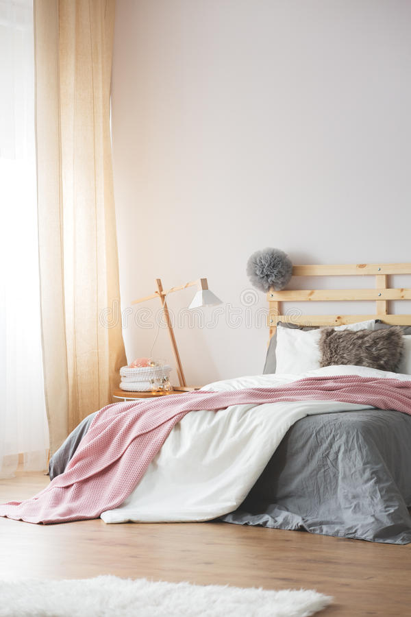 Helder slaapkamerbinnenland stock foto's