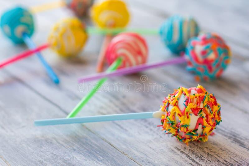Helder suikergoed op een stok stock foto