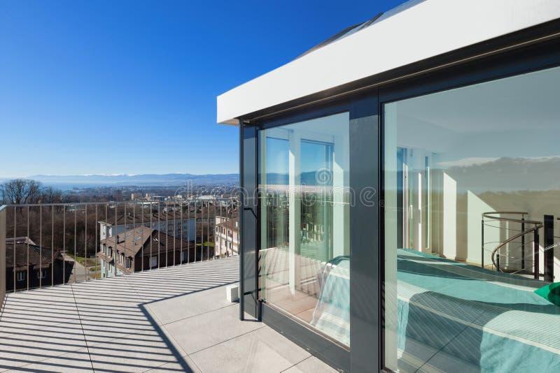 Helder terras van een penthouse royalty-vrije stock afbeelding