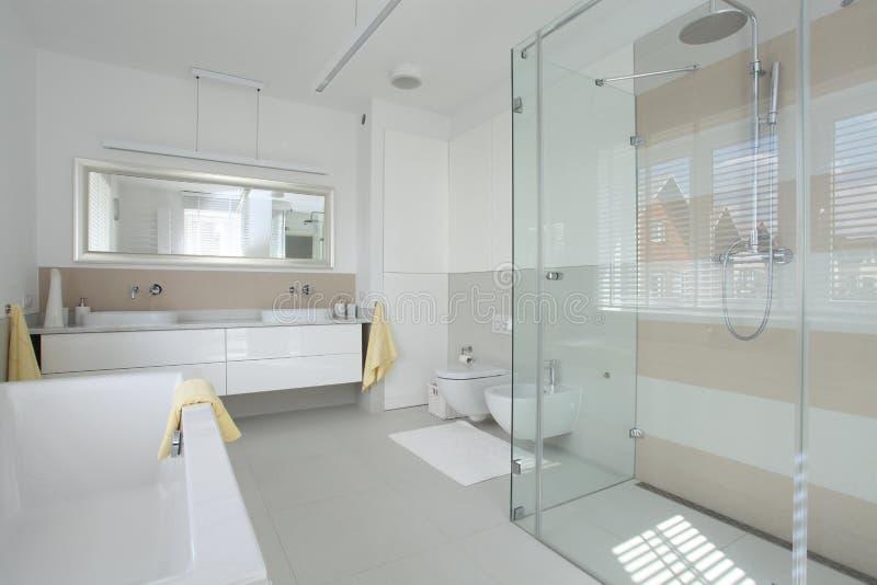 Heldere badkamers royalty-vrije stock afbeelding
