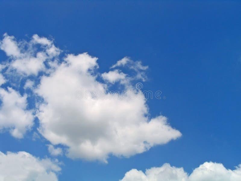 Heldere Blauwe En Witte Wolken Royalty-vrije Stock Fotografie