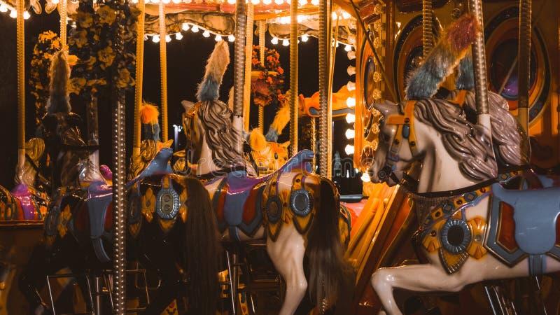 Heldere carrousel met paarden royalty-vrije stock afbeelding