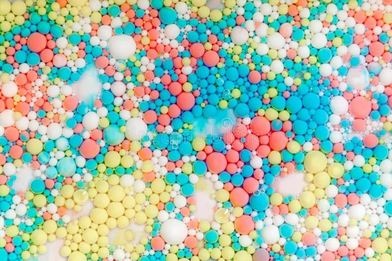 Heldere gekleurde zeepbels Kosmische gebieden Multicolored bacter stock afbeeldingen