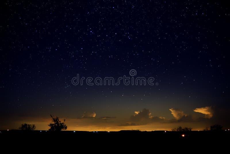 Heldere Horizon onder een Sterrige Hemel royalty-vrije stock afbeelding