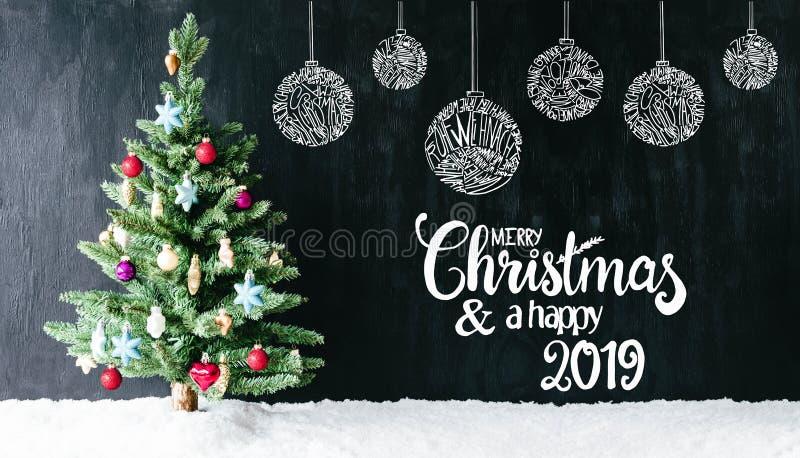Heldere Kleurrijke Boom, Bal, Vrolijke Kerstmis en een Gelukkige 2019, Sneeuw stock fotografie