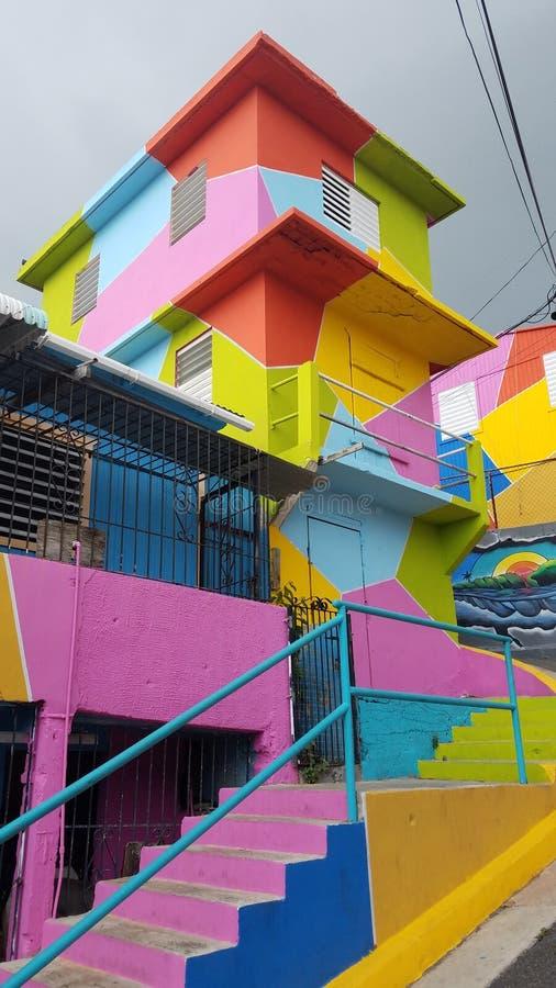 Heldere kleurrijke stappen en gebouwen in Yauco, Puerto Rico royalty-vrije stock afbeelding