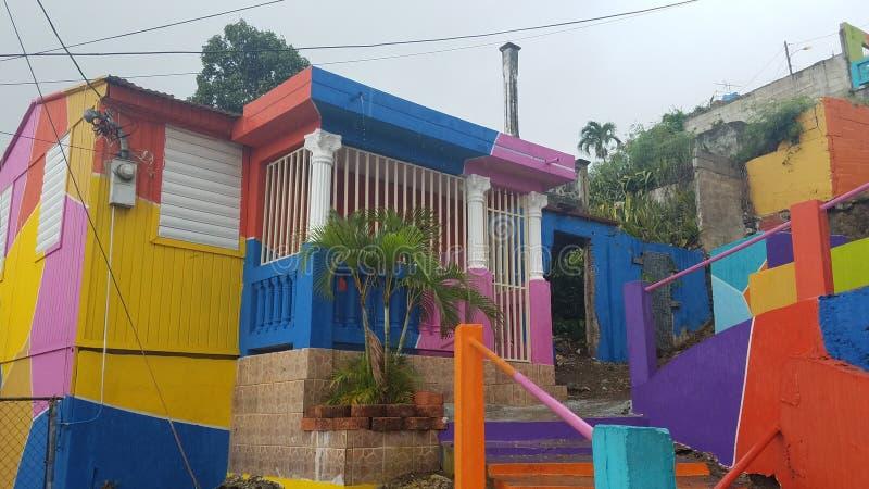 Heldere kleurrijke stappen en gebouwen in Yauco, Puerto Rico royalty-vrije stock foto