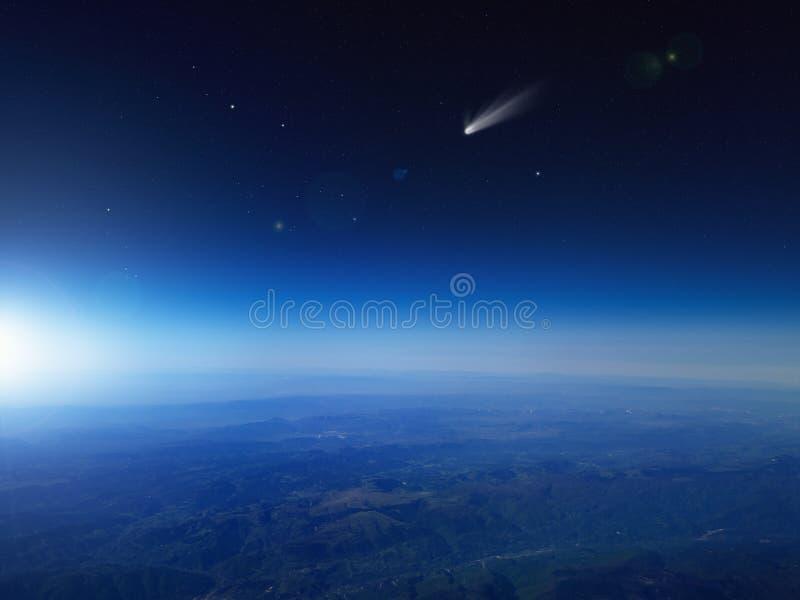 Heldere komeet, dalende ster in donkerblauwe ruimte royalty-vrije stock foto's