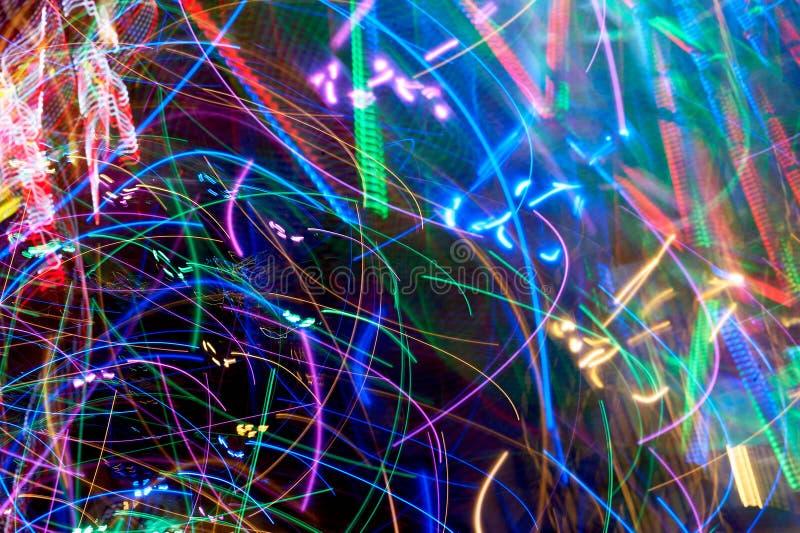 Heldere licht vage stralen op donkere achtergrond kleuren royalty-vrije stock foto's