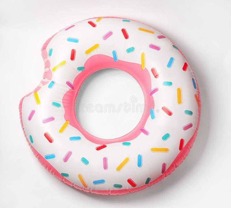Heldere opblaasbare doughnut op witte achtergrond stock afbeeldingen