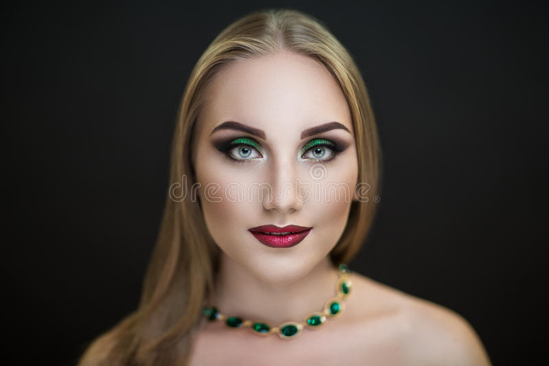 Heldere rijke vrouw royalty-vrije stock fotografie